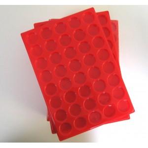 A02-PLATEAU 40 CASES RONDES PLASTIQUE ROUGE PAR 10